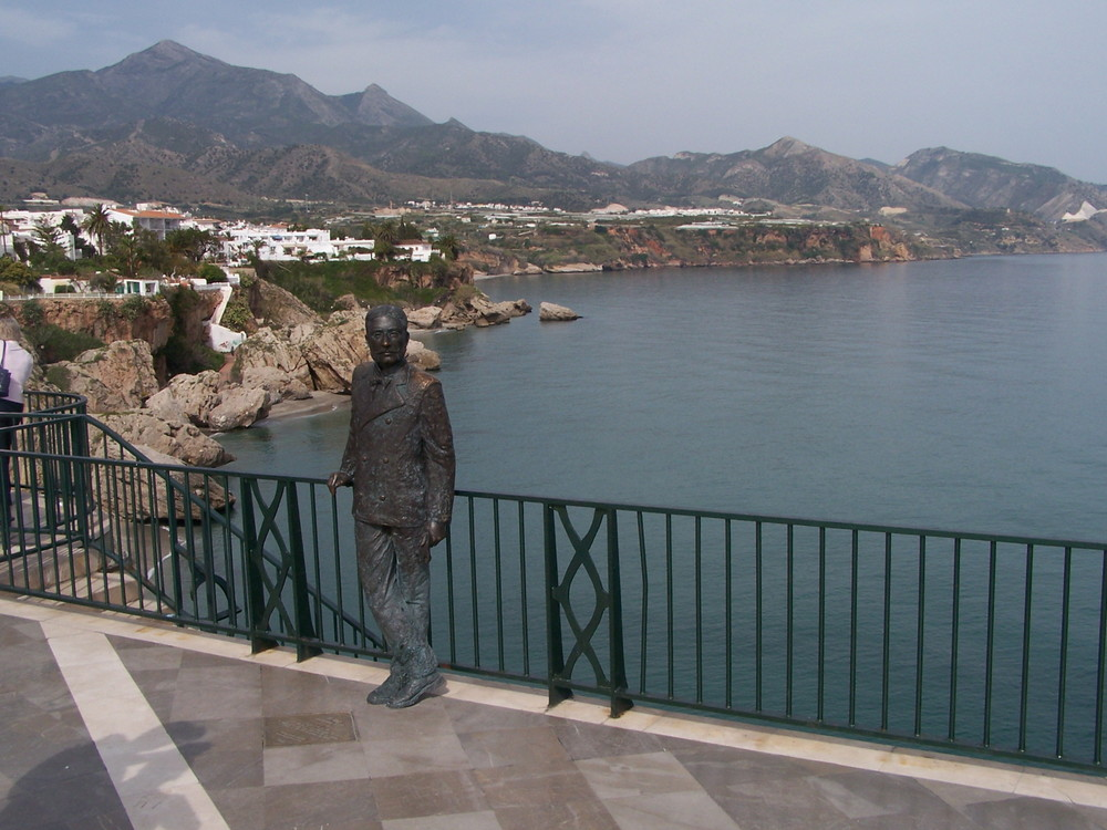 Statue du Roi Alfonso XII sur le Balcon d'Europe à Nerja