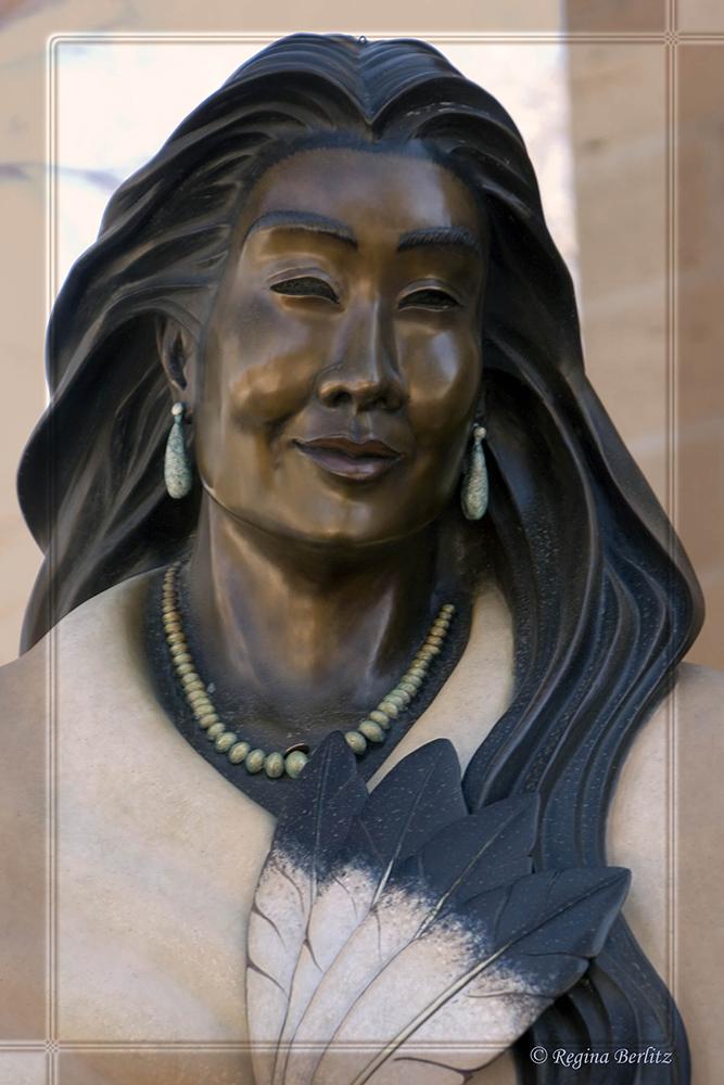 Statue einer Indianerin