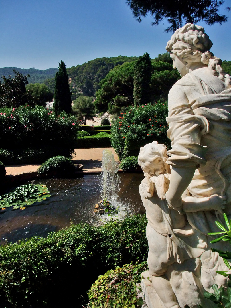 Statue im Jardins Santa de Clotilde