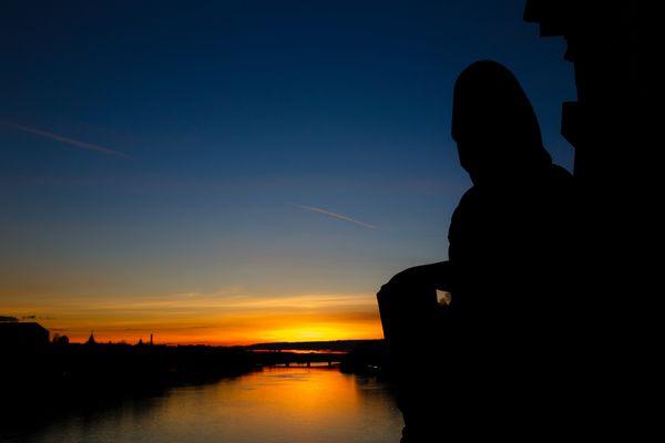 Statue im Sonnenuntergang