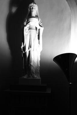 Statue im Spotlight