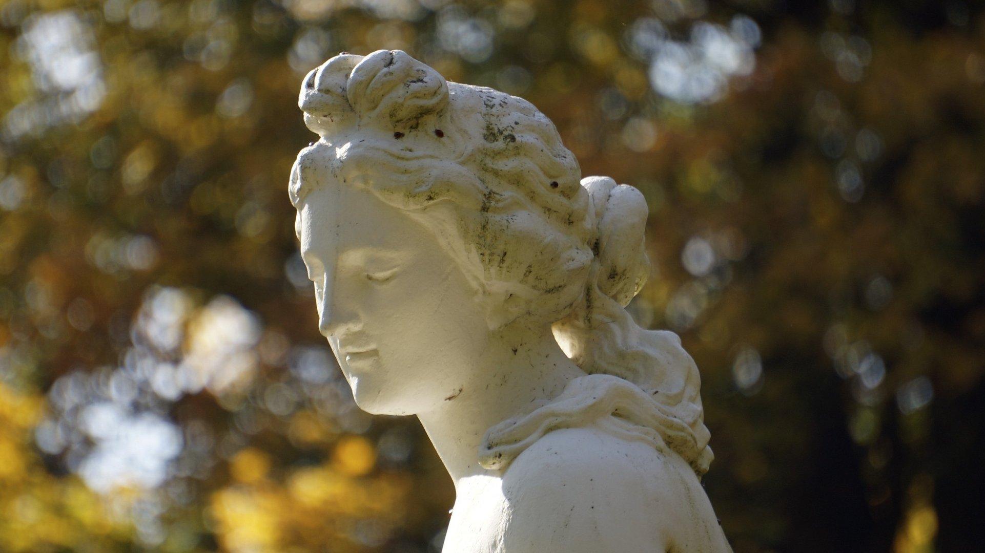 Statue in der Nähe der Löwenburg