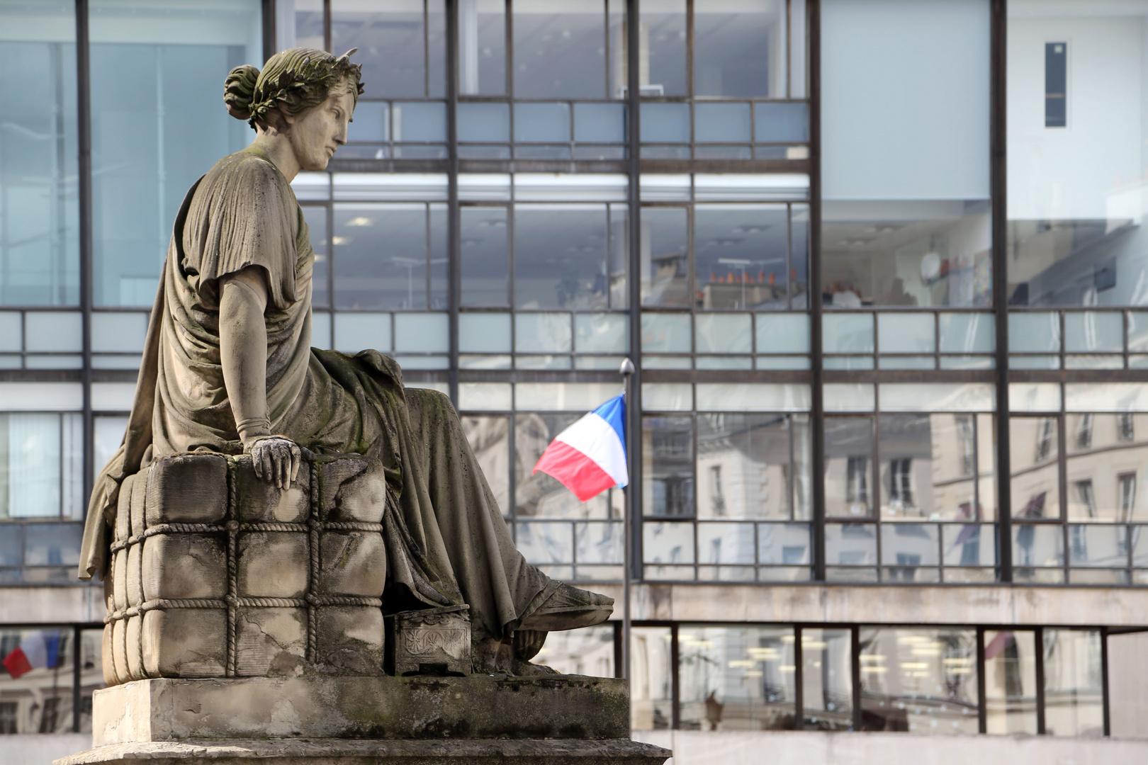 """Statue """"Le Commerce"""" devant le Palais Brongniart (ancienne Bourse de Paris)"""