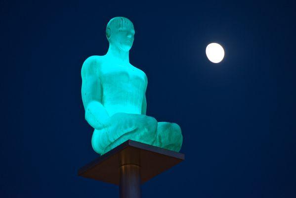 Statue place massena 2