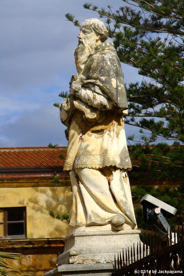 Statue  vor der Kathedrale in Cefalu / Palermo