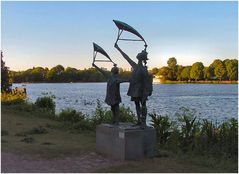 Statuen entlang der Alster