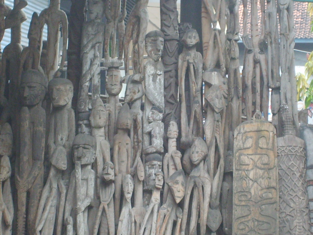 statues de bois