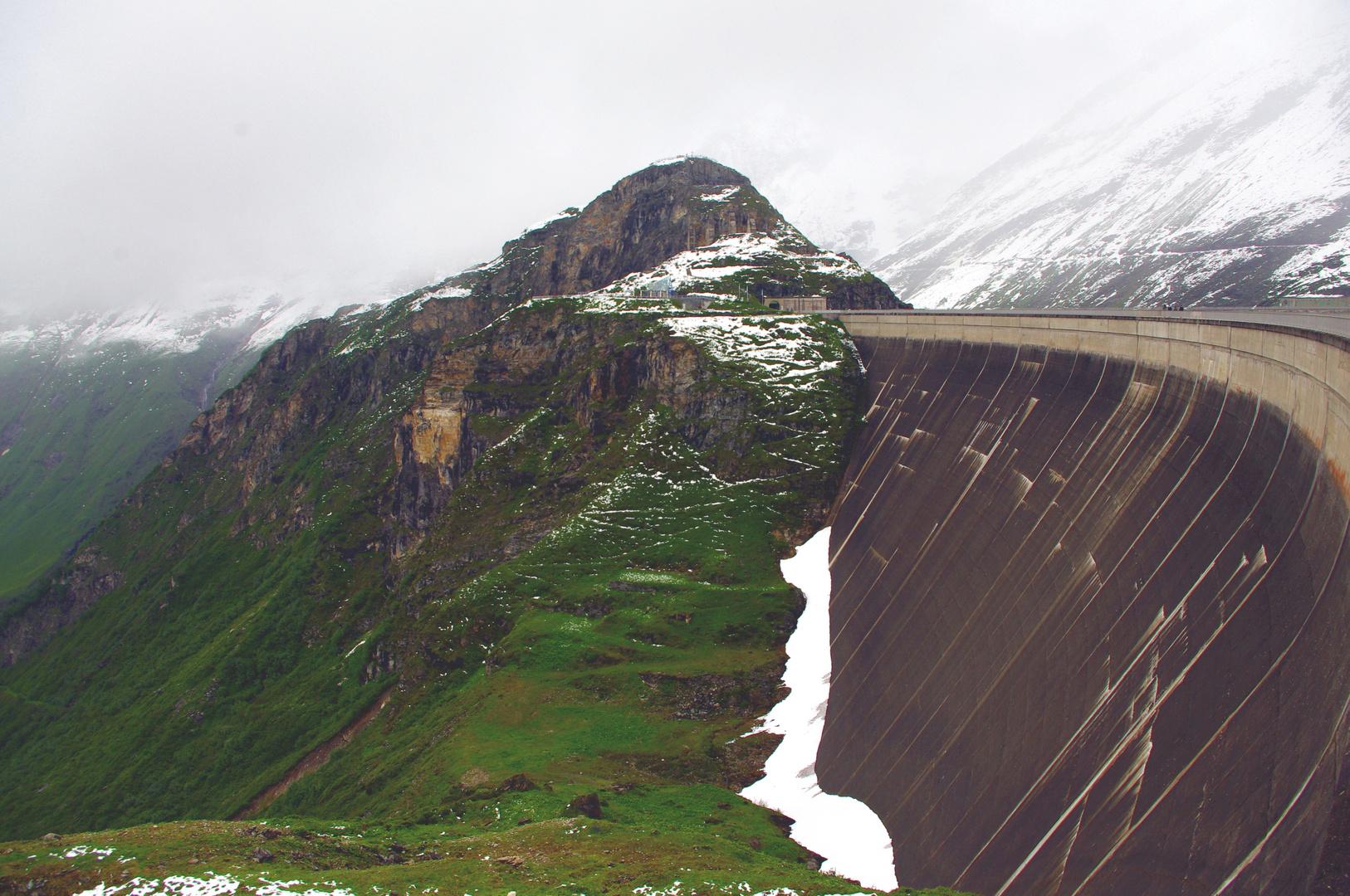 Staudamm auf 2000 Meter Höhe