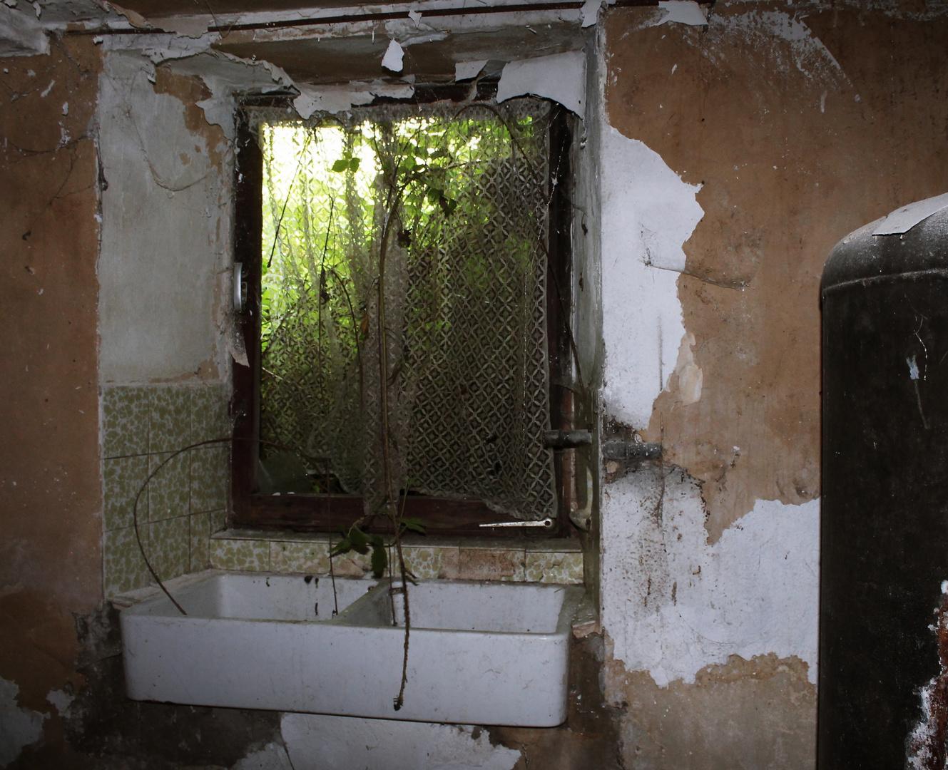 Staudenhof - Das Küchenfenster Foto & Bild | marode, alt, fenster ...