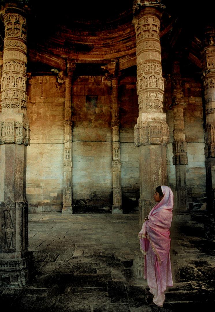 Staunen in alten Ruinen