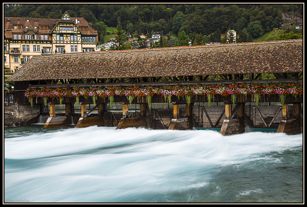 Stauwehr an der Aare in Thun im Kanton Bern in der Schweiz