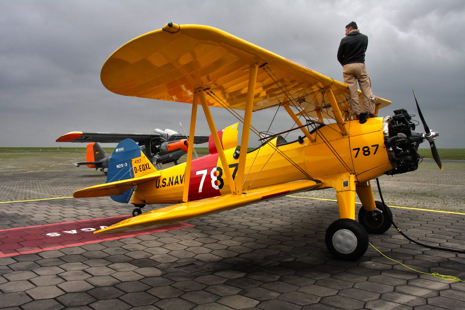 Stearman & Do27 beim Tankstop auf dem Weg zum F4 Flyout nach Wittmund