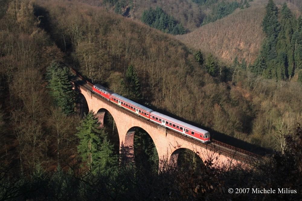 Steigung mit Talbrücke