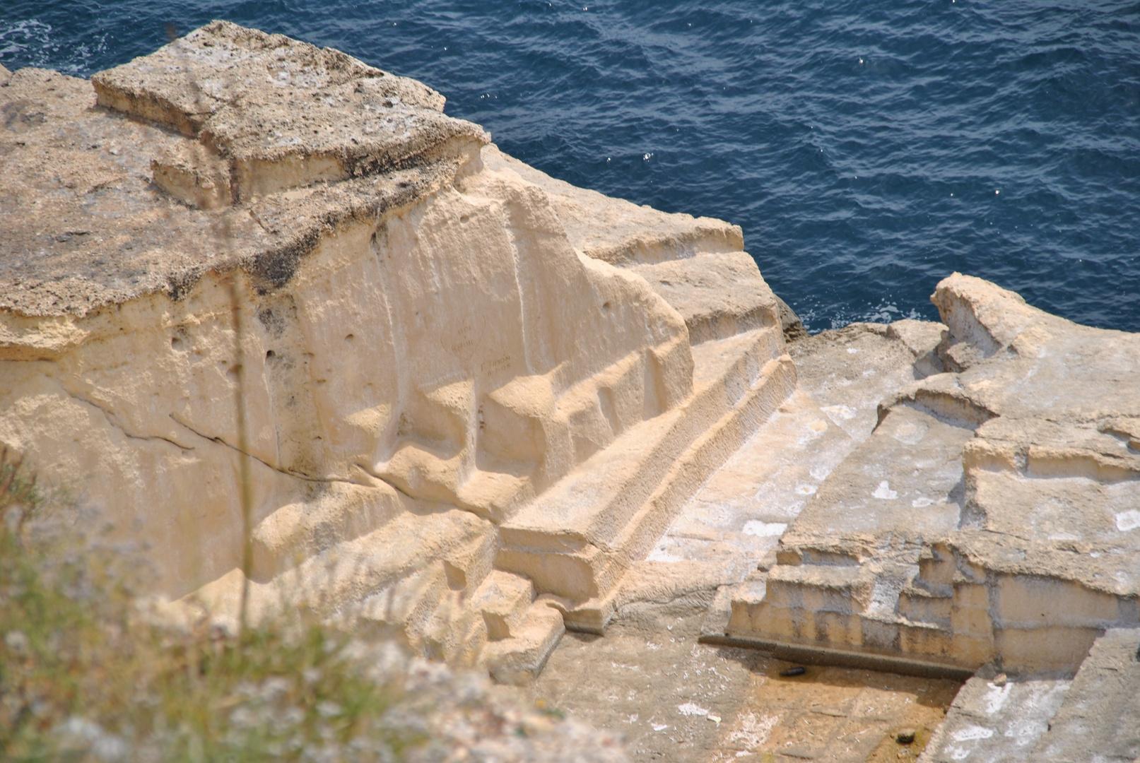 Steil abfallende Felsen, ein Geheimtip für stille Genieser