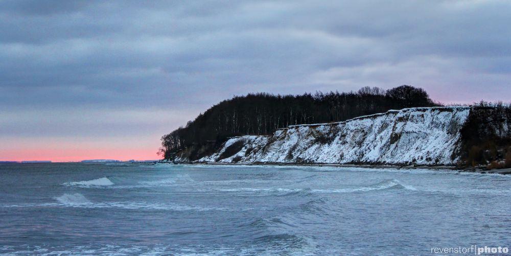 Steilküste ganz in weiß