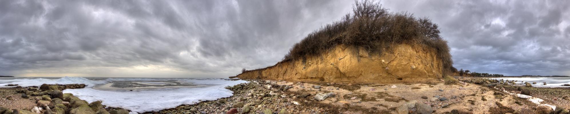 Steilküste in Klein Zicker bei einem Wintersturm