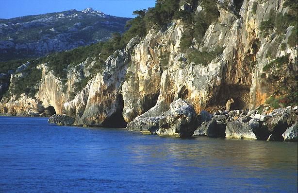 Steilküste Sardiniens.