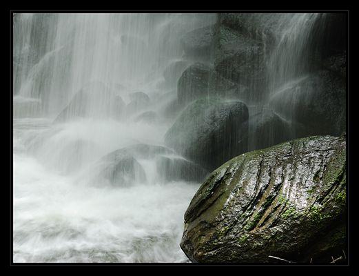 Stein am Wasserfall