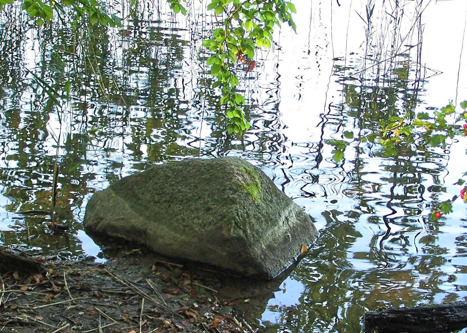 Stein im Ukleisee