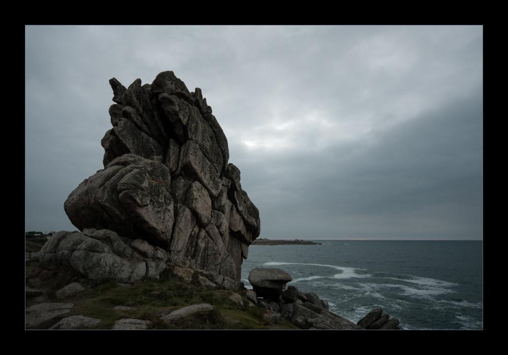 Steinbatzen am Meer