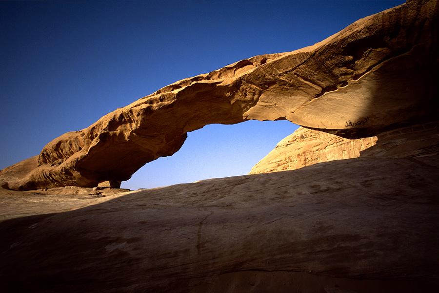 Steinbrücke im Wadi Rum