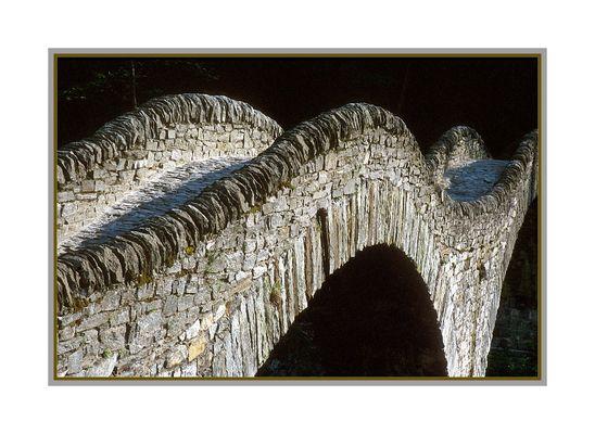 Steinbrücke von Lavertezzo