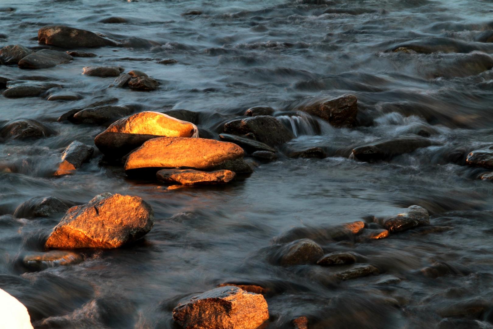 Steine aus Gold.