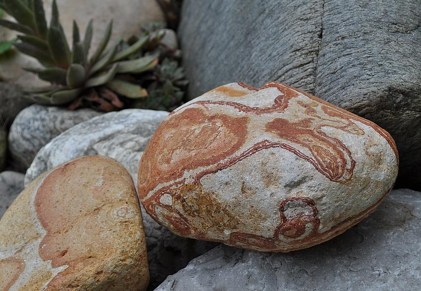 Steine ....bunt und schön ...jeder anders gezeichnet...