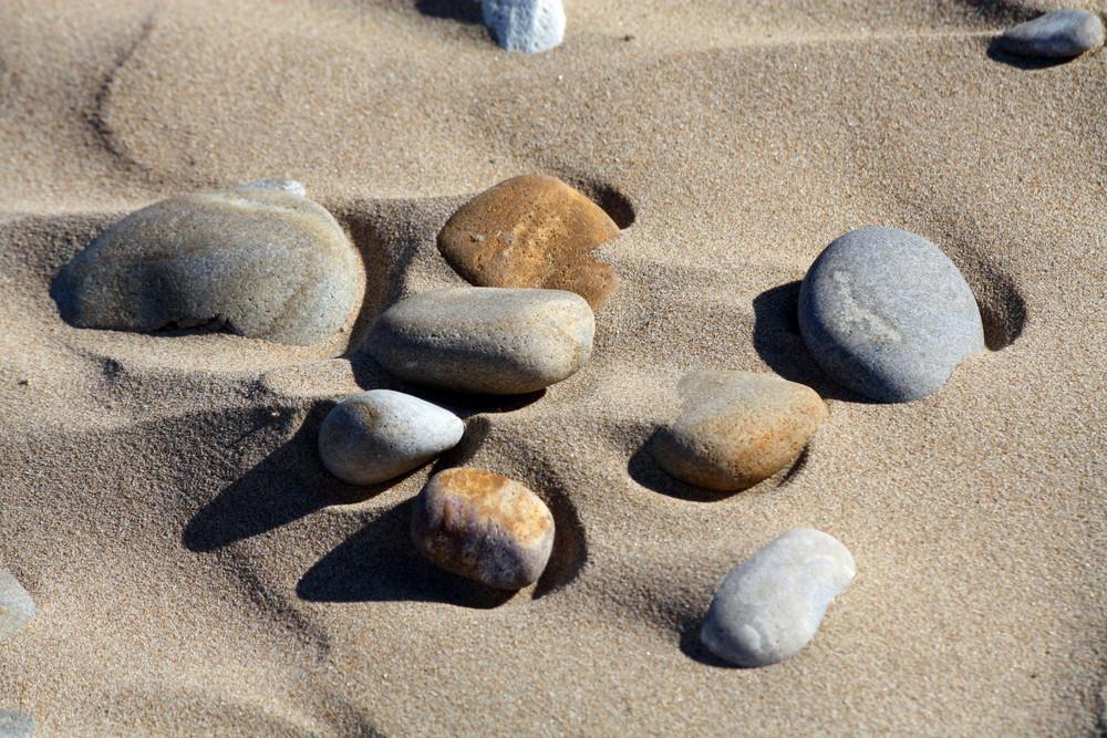 steine im sand foto bild sonstiges steine. Black Bedroom Furniture Sets. Home Design Ideas