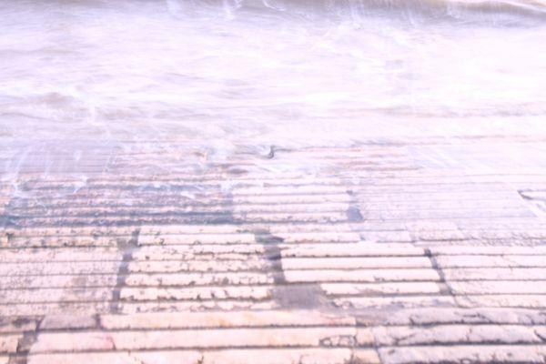 Steine in den Wellen