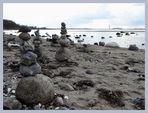 Steine stapeln am Ostseestrand....