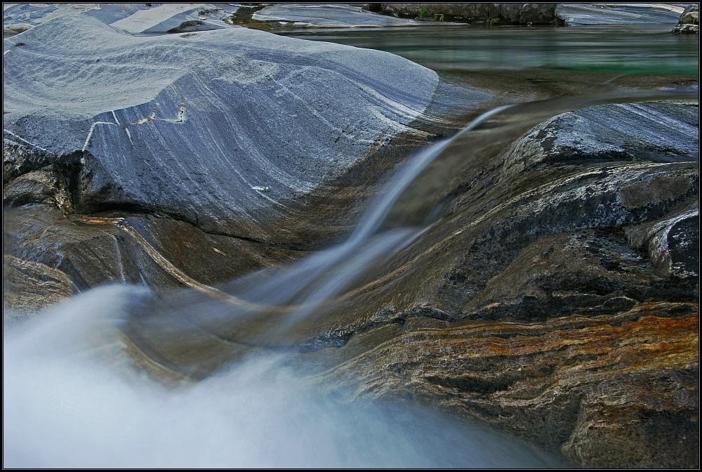 Steine und Wasser IV