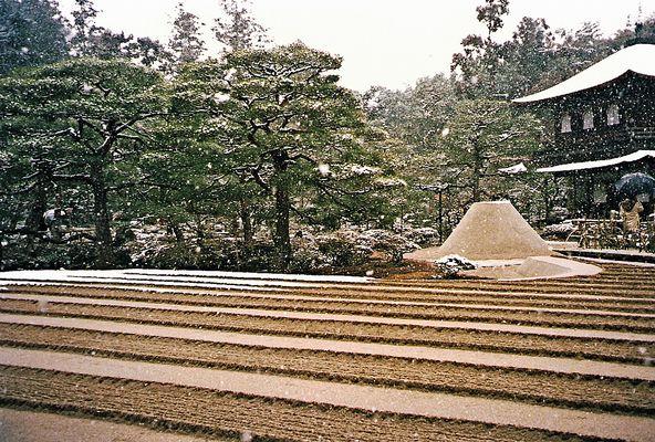 Steingarten in Kyoto (MW 1997/2 - jb)