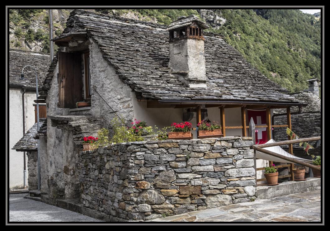 Steingedecktes Haus in Sonogno im Valle Verzasca