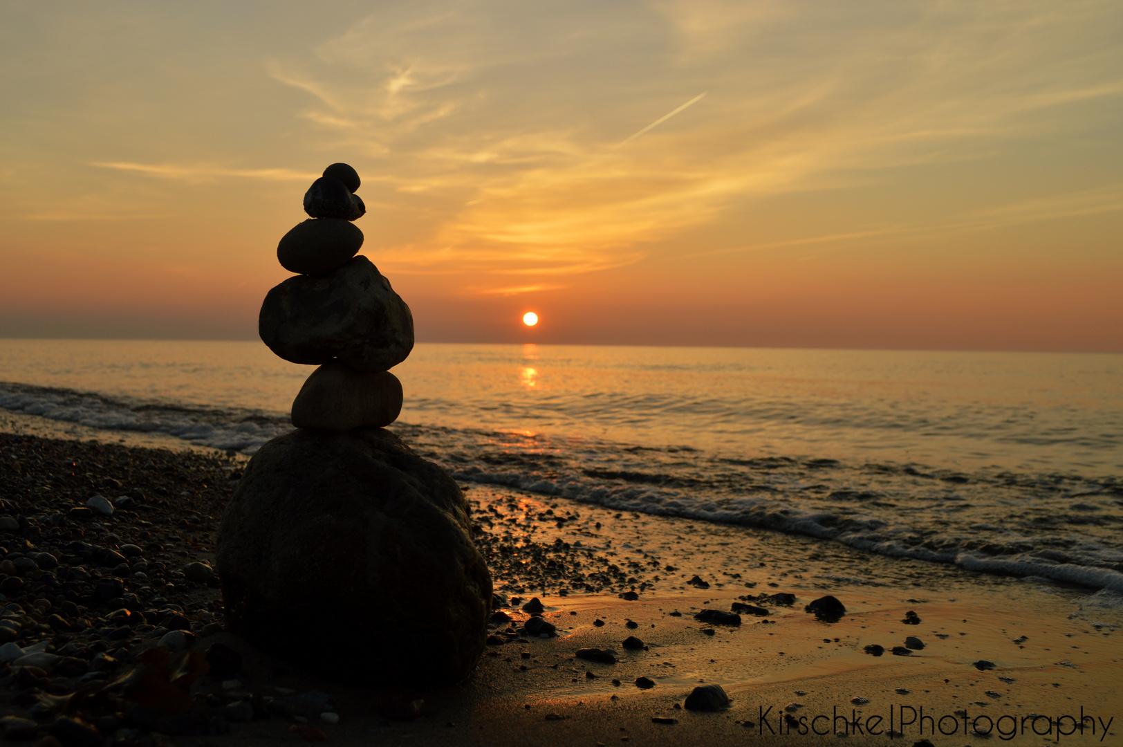 Steinhaufen vor dem Sonnenuntergang
