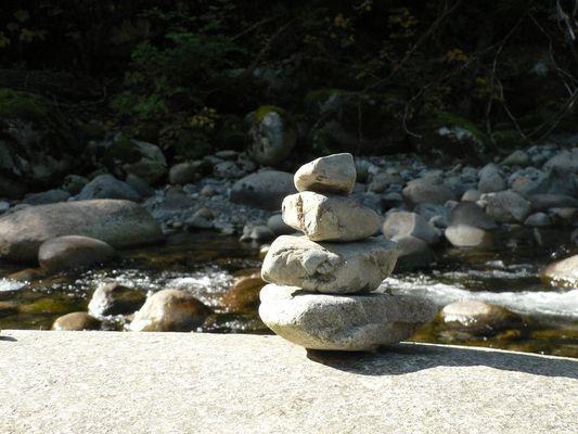 """Steinmännchen"" am Lynn Canyon, Vancouver, Canada"