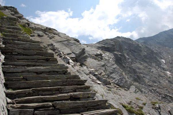 Steinplattenweg über den Prasignolapass 2700 m ü/M - nach Soglio/Bergell
