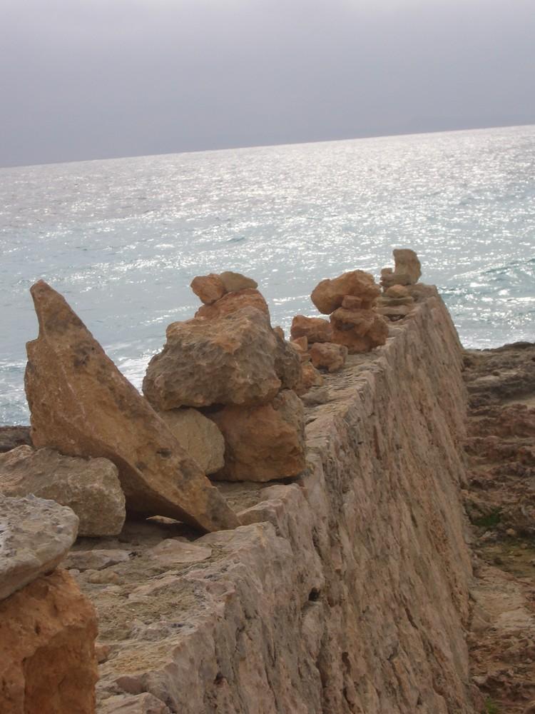 Steinpyramiden am Cap de Ses Salines