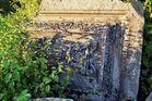 Steinrelief auf dem Birkenkopf bei tiefstehender Sonne