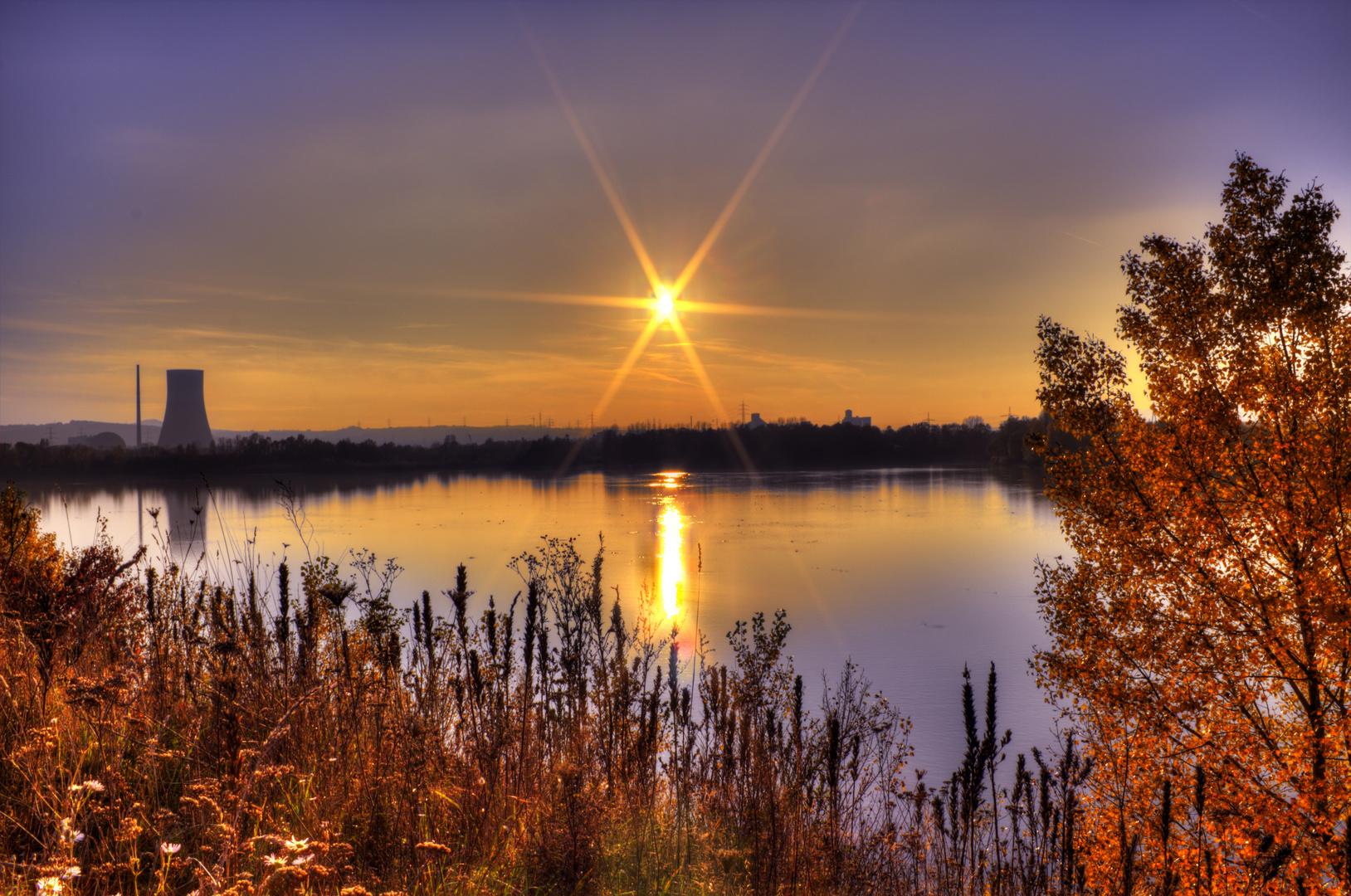 Steinsee im Gegenlicht