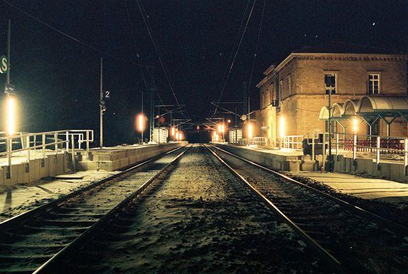 Steinsfurter Bahnhof bei Nacht