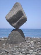 Steinskulpturen am Strand von Puerto Naos II