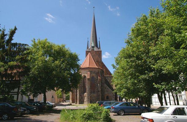 Stendaler Petrikirche von der Rohrstraße