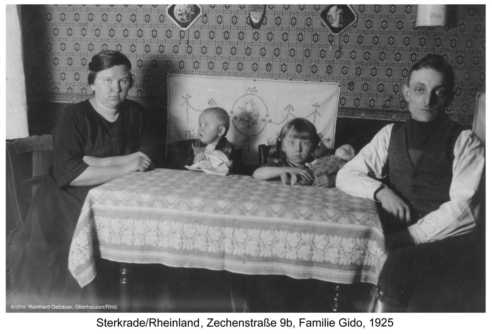 Sterkrade, Zechenstraße 9b, Familie Gido, 1925