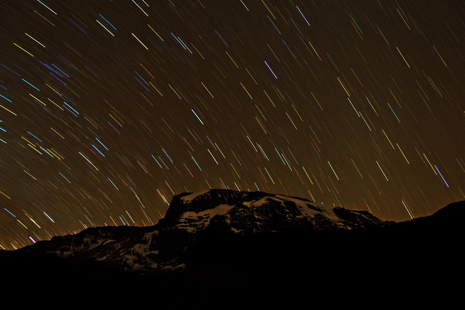 Sternspuren über Kilimanjaro