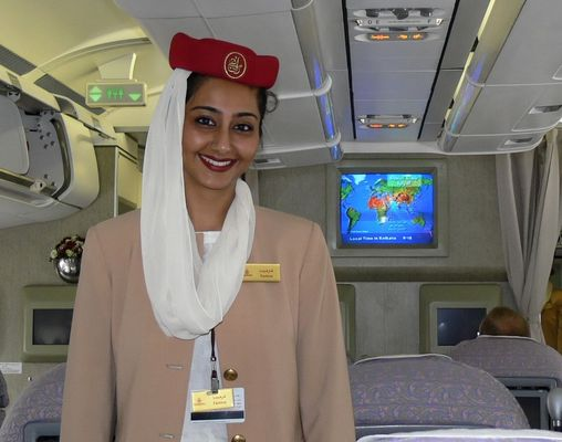 Stewardess Air Emirates in Kalkutta