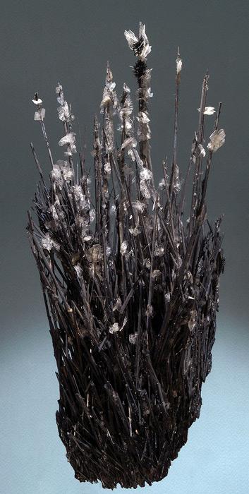 Stibine (Antymonit) colonisee par Barityne - h 26 cm.