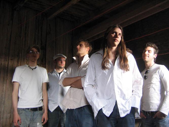 Still (ja so heißt diese Band) versucht cool zu wirken