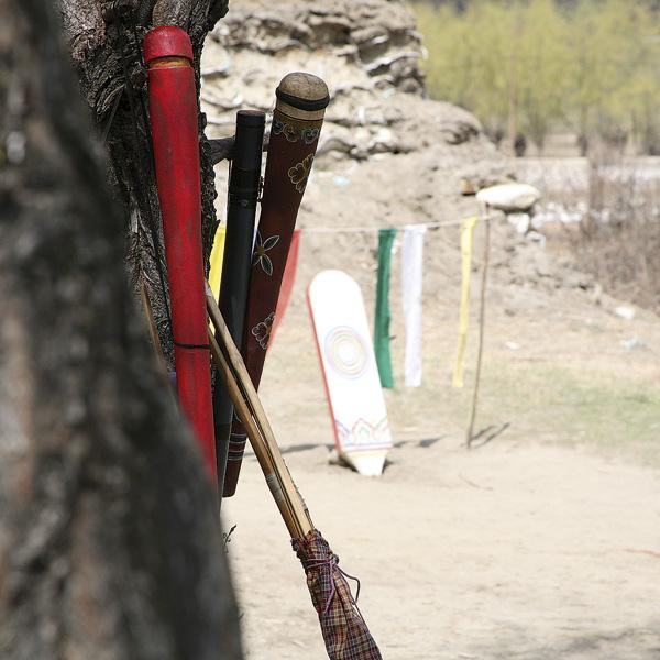Stilleben mit Pfeil und Bogen