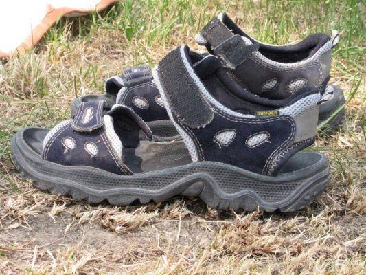 Stillleben mit Sandalen